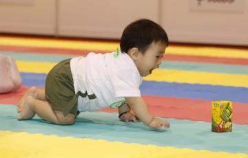 全港嬰兒慈善馬拉松爬行大賽