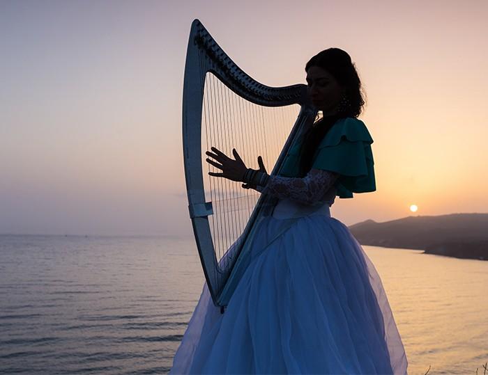 豎琴演奏家媽媽 為孩子重拾夢想