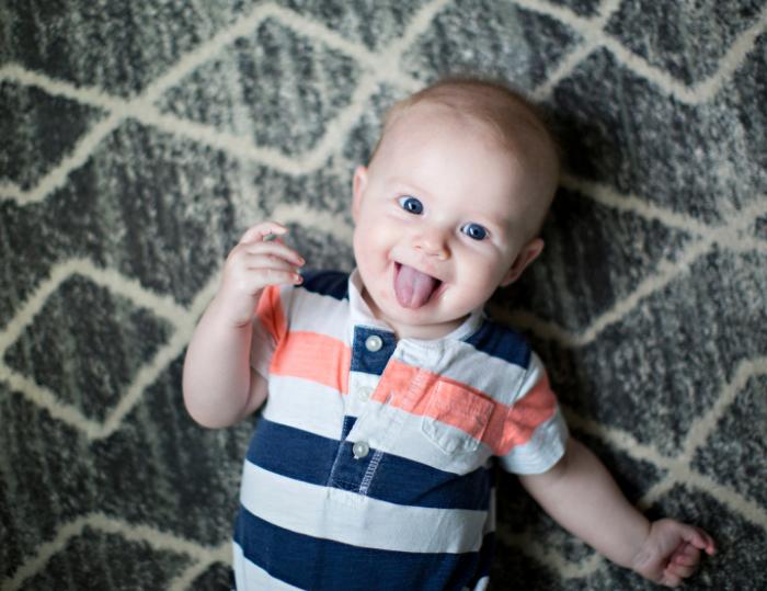 為甚麼小寶寶經常伸脷?