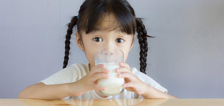 小朋友多飲牛奶 好有益?