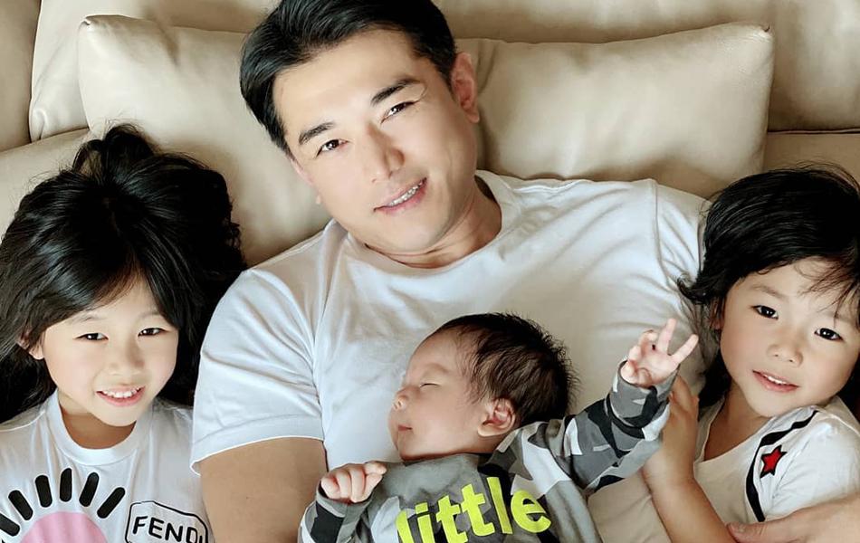 黃祥興與3個小朋友