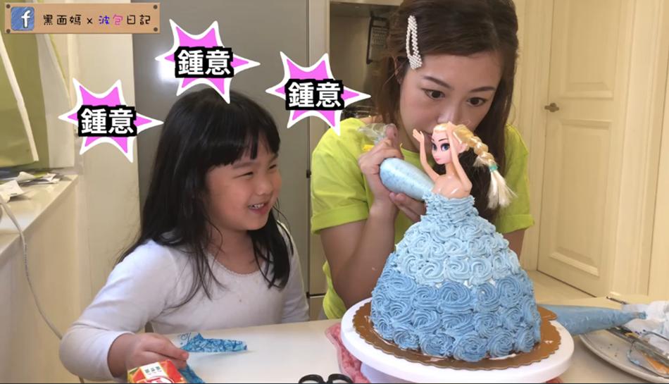 用奶油花裝飾Elsa蛋糕